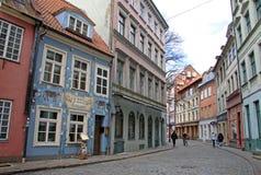 RIGA LETTLAND - MARS 19, 2012: Jauniela gata i Riga Fotografering för Bildbyråer