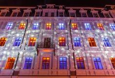 RIGA LETTLAND, NOVEMBER 17, 2017: Festival Staro Riga som strålar Riga som firar den 99th årsdagen av självständighet Arkivbilder