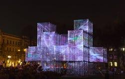 RIGA LETTLAND, NOVEMBER 17, 2017: Festival Staro Riga som strålar Riga som firar den 99th årsdagen av självständighet PIXEL Arkivfoto