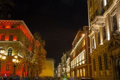 RIGA LETTLAND, NOVEMBER 17, 2017: Festival Staro Riga som strålar Riga som firar den 99th årsdagen av självständighet Vecriga Royaltyfri Foto