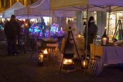 RIGA LETTLAND, NOVEMBER 17, 2017: Festival Staro Riga som strålar Riga som firar den 99th årsdagen av självständighet Vecriga Fotografering för Bildbyråer