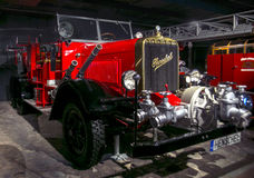 RIGA, LETTLAND - 16. OKTOBER: Retro- Auto der Jahr 1941 HENSCHEL Art 33D1-Bewegungsmuseum, am 16. Oktober 2016 in Riga, Lettland Stockbilder