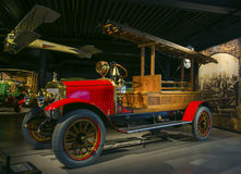 RIGA, LETTLAND - 16. OKTOBER: Retro- Auto des Jahr 1913 RUSSO-BALT D24/40 Riga Bewegungsmuseums, am 16. Oktober 2016 in Riga, Let Lizenzfreie Stockfotos