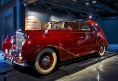 RIGA LETTLAND - OKTOBER 16: Retro bil av året BENTLEY Mr 1949 Motormuseum för V1 Riga, Oktober 16, 2016 i Riga, Lettland Royaltyfri Foto