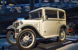 RIGA LETTLAND - OKTOBER 16: Retro bil 1931 av året BMW 3/15 motormuseum för typ DA4 Riga, Oktober 16, 2016 i Riga, Lettland Arkivbild