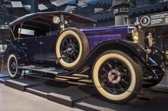 RIGA LETTLAND - OKTOBER 16: Retro bil 1928 av året SELVE Riga Motor Museum, Oktober 16, 2016 i Riga, Lettland Arkivfoto