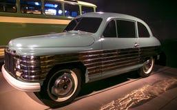 RIGA LETTLAND - OKTOBER 16: Retro bil av det motoriska museet för år 1950 REAF 50 Riga, Oktober 16, 2016 i Riga, Lettland Arkivbild
