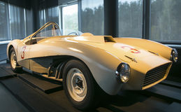 RIGA LETTLAND - OKTOBER 16: Retro bil av motormuseet för år 1963 ZIL 112s Riga, Oktober 16, 2016 i Riga, Lettland Royaltyfri Fotografi
