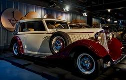 RIGA LETTLAND - OKTOBER 16: Retro bil av museet 1934 för motor för årsAUDI Front typ UW Riga, Oktober 16, 2016 i Riga, Lettland Arkivfoto