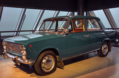 RIGA LETTLAND - OKTOBER 16: Retro bil av museet för motor för VAZ 2101 ZIGULI Riga för år 1974, Oktober 16, 2016 i Riga, Lettland Royaltyfri Fotografi