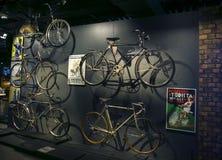 RIGA, LETTLAND - 16. OKTOBER: Retro- Fahrräder Riga-Bewegungsmuseum, am 16. Oktober 2016 in Riga, Lettland Stockbild