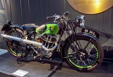 RIGA LETTLAND - OKTOBER 16: Retro motorcyklar av det NYA IMPERIALISTISKA L36 Riga motormuseet för år 1936, Oktober 16, 2016 i Rig Arkivfoto