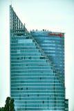 Riga, Lettland - September 2017: Moderner Glaswolkenkratzer von Swedbank-Büro in Riga-Stadt Lettland, Nordeuropa Stockbild