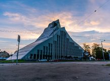 Riga/Lettland - September 10th, 2018: Modern arkivbyggnad arkivfoton
