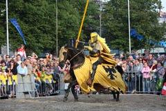 RIGA, LETTONIA - 21 AGOSTO: Dan Naporus dalla st dei cavallerizzi dei diavoli Fotografia Stock