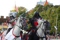 RIGA, LETTONIA - 21 AGOSTO: Due membri dello stu dei cavallerizzi dei diavoli Immagini Stock