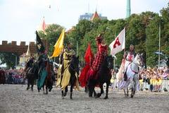 RIGA, LETTONIA - 21 AGOSTO: Il dur di manifestazione del gruppo di acrobazia dei cavallerizzi dei diavoli Immagini Stock Libere da Diritti
