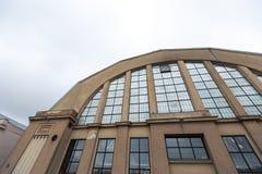 RIGA, LETTONIA - 16 MARZO 2019: Mercato centrale di Riga esteriore - progettazione zeppeling industriale storica del capannone fotografia stock