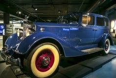 RIGA, LETTONIA - 16 OTTOBRE: La retro automobile del PACKARD otto di anno 1934 modella il museo 1100 del motore di Riga, il 16 ot fotografie stock libere da diritti