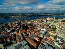 Riga, Lettonia - settembre 2016: Vista panoramica aerea sopra oldtown Immagini Stock Libere da Diritti