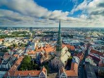 Riga, Lettonia - settembre 2016: Vista panoramica aerea sopra oldtown Immagini Stock