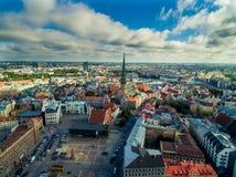 Riga, Lettonia - settembre 2016: Vista panoramica aerea sopra oldtown Immagine Stock