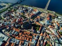Riga, Lettonia - settembre 2016: Vista panoramica aerea sopra oldtown Fotografia Stock Libera da Diritti