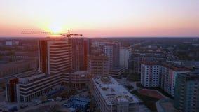 Riga, Lettonie 20 juillet 2018 Vue aérienne de coucher du soleil au-dessus de Riga banque de vidéos