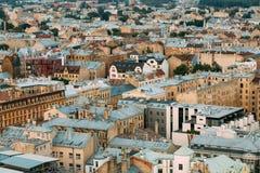 Riga, Lettonie Vue supérieure sur vieux Rusty Roofs Old Houses Photographie stock libre de droits