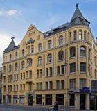 Riga, Meistaru 10, une maison avec des chats photographie stock libre de droits