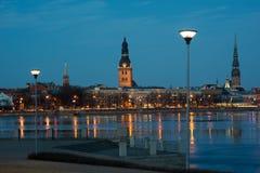 Riga - Nachtansicht Lizenzfreies Stockfoto
