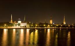 Riga nachts Lizenzfreies Stockfoto