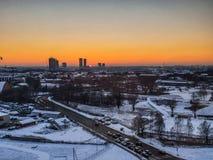 Riga no por do sol da opinião dos pássaros torres fotos de stock royalty free
