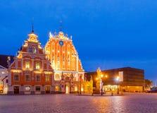 riga Praça da cidade na noite Imagem de Stock