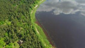 Riga sikt 4K UHD videopd Lettland Brivdabas Muzejs för flyg- surr för sjö bästa stock video