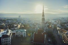 Riga-Stadt-Sonnenaufgang färbt alte Stadtansicht Stockbild