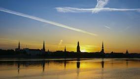 Riga-Stadtsonnenaufgang Geschossen auf Kennzeichen II Canons 5D mit Hauptl Linsen stock footage