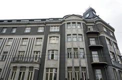 Riga, Terbatas 14, maison faisante le coin avec une tourelle, détails de façade Image libre de droits