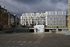 Riga, una nueva vecindad en el centro de la ciudad Fotografía de archivo