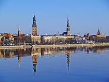 Riga vieja a través del Daugava Imagen de archivo libre de regalías