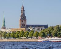 riga Weergeven van de Koepelkathedraal van de Daugava-rivier stock fotografie