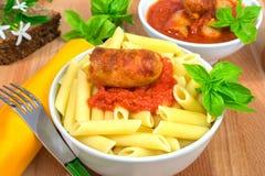 Rigatoni意大利面团用西红柿酱 库存照片