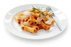 Rigatoni boloñés, plato italiano de las pastas Foto de archivo libre de regalías