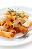 Rigatoni bolognese, piatto italiano della pasta Fotografia Stock