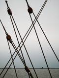 Riggningdelar på ett segla skepp royaltyfria foton