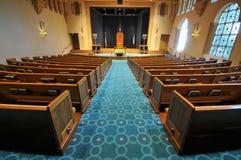 Righe dei banchi di chiesa in una sinagoga Fotografia Stock