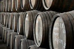 Righe dei barilotti di vino di Oporto fotografia stock libera da diritti