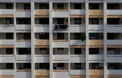 Righe dei corridoi, appartamenti di HDB Fotografia Stock Libera da Diritti
