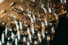 Righe dei vetri di vino vuoti Immagini Stock Libere da Diritti