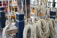 Righe della corda della nave di navigazione Fotografie Stock